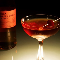 Cocktail Perfect Nikka Manhattan à base de whisky Nikka Coffey Grain
